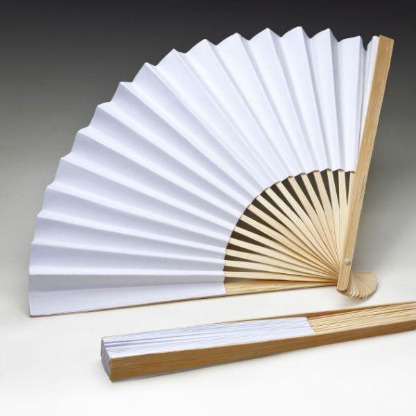 Papierfächer aus Holz mit weissem Papier