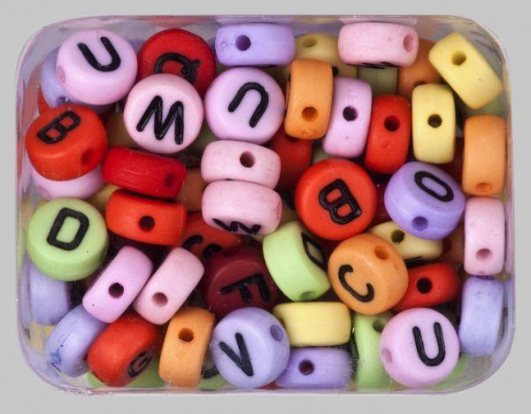 Alphabetperlen rund, 7 mm farbig sortiert, 300 Stück